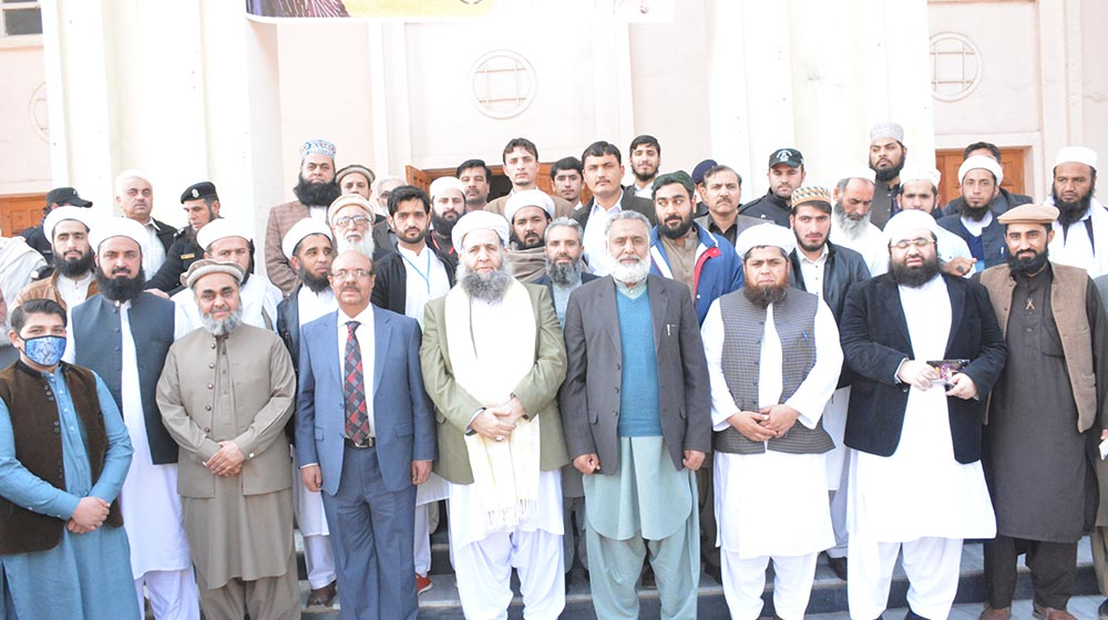 Participants of the Quran Conference assemble at the premises of Convocation Hall are posing with the VC UoP and federal minister for  religious and interfaith harmony after jam-packed gathering to promote the message of tolerance,humanity and Quranic teachings at the Convocation Hall on 27th Februa