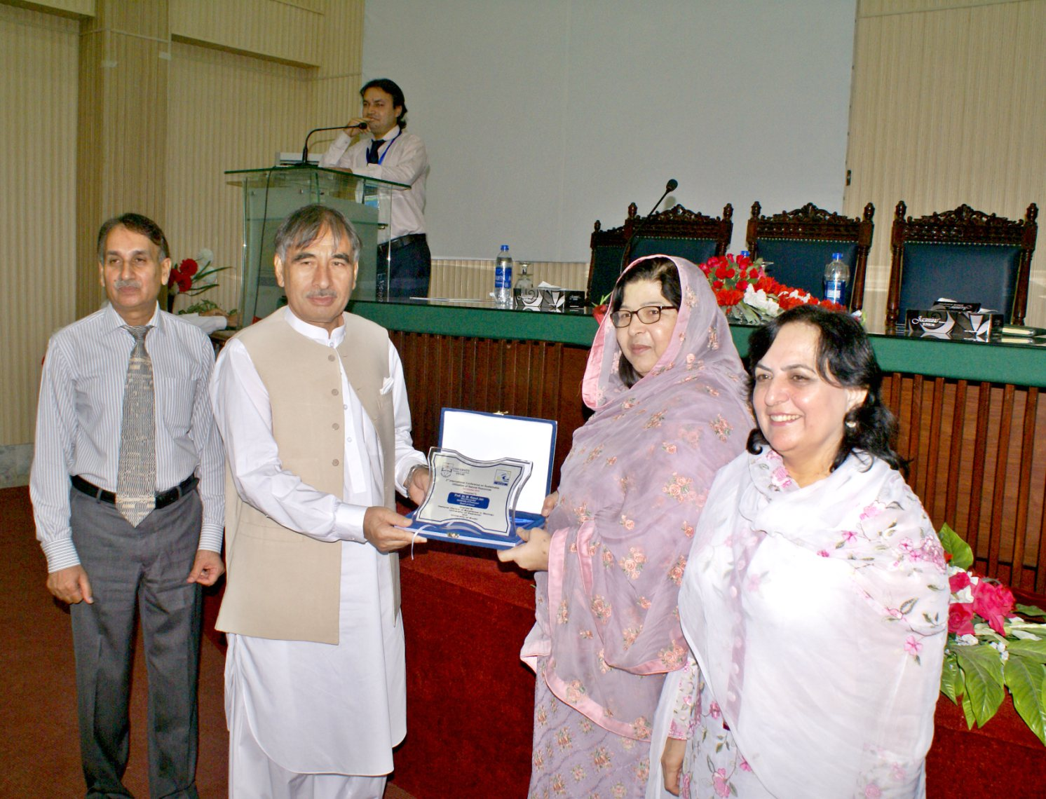 Vice Chancellor UoP Prof. Dr. Muhammad Rasul Jan presenting souvenir to Minister for Labor and Minerals Ms. Aneesa Zeb Tahir kheili at the Intl Conference on sustainable resources at the University of Peshawar