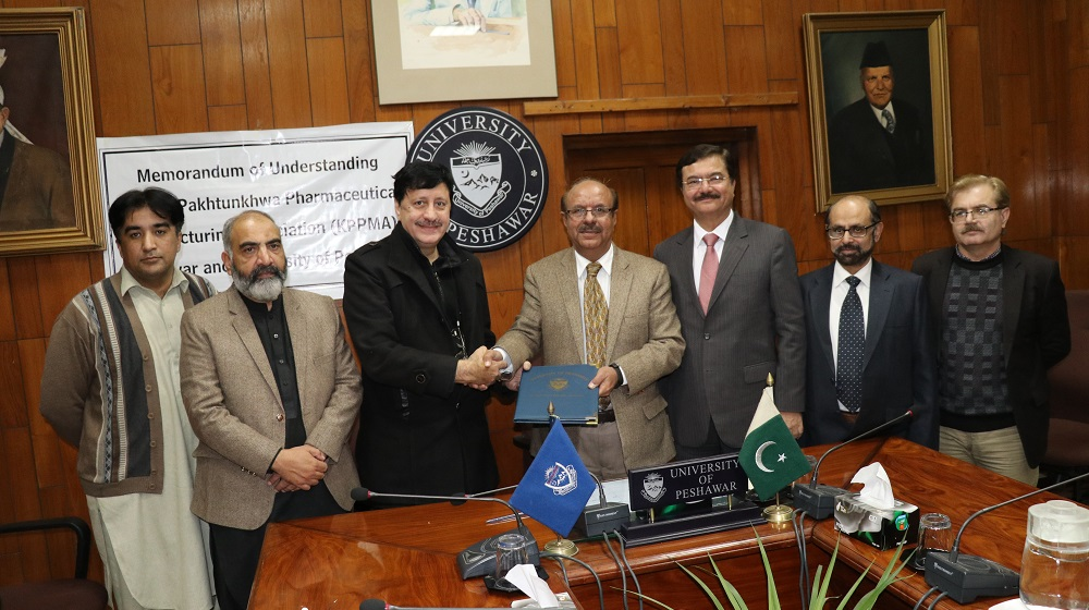 Vice Chancellor University of Peshawar is shaking hands and sharing MoU copy with the president Khyber Pakhtunkhwa Pharmaceutical Manufacturing Association(KPPMA) Dr.Maqbool Khan to garner  bilateral academic relationships of department of Pharmacy and the association  on 4th February , 2020.