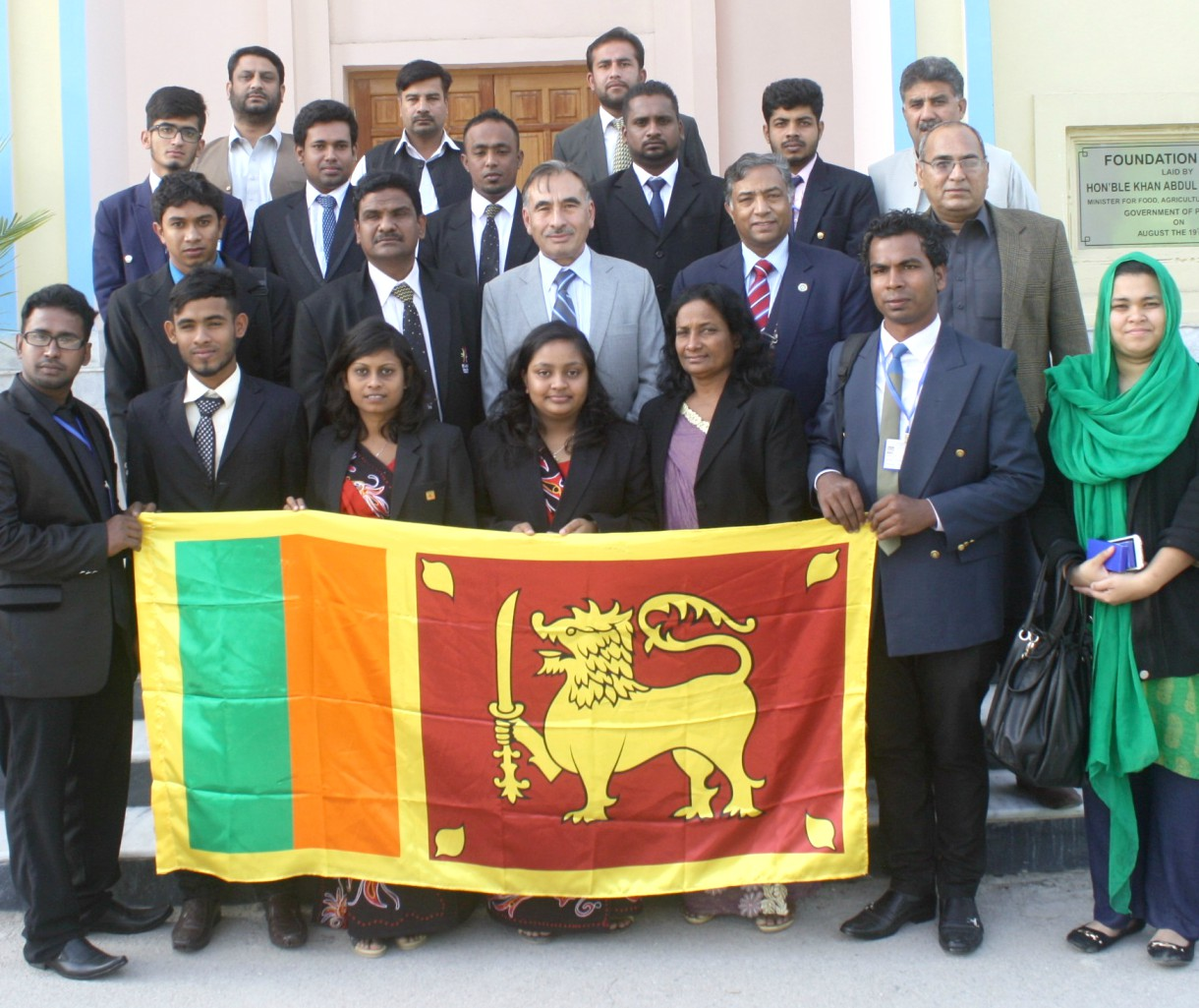 Vice Chancellor UoP Prof. Dr. Muhammad Rasul Jan in group photo with the visiting Srilankan delegation at the University of Peshawar