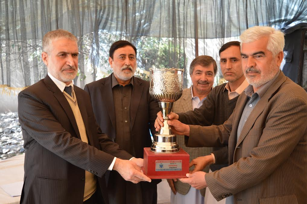 Vice Chancellor, University of Peshawar Prof. Dr. Muhammad Abid giving Winner trophy of the Inter Colleges Tournament (2016-17) to University of Peshawar