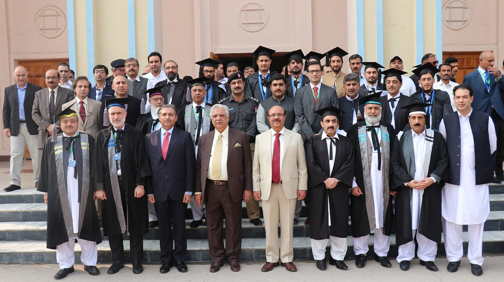 Governor KP Engr. Iqbal Zafar Jhagra and VC UoP Prof. Dr. Muhammad Asif Khan in group photo with faculty, staff and students of the University on the occasion of Convocation 2017