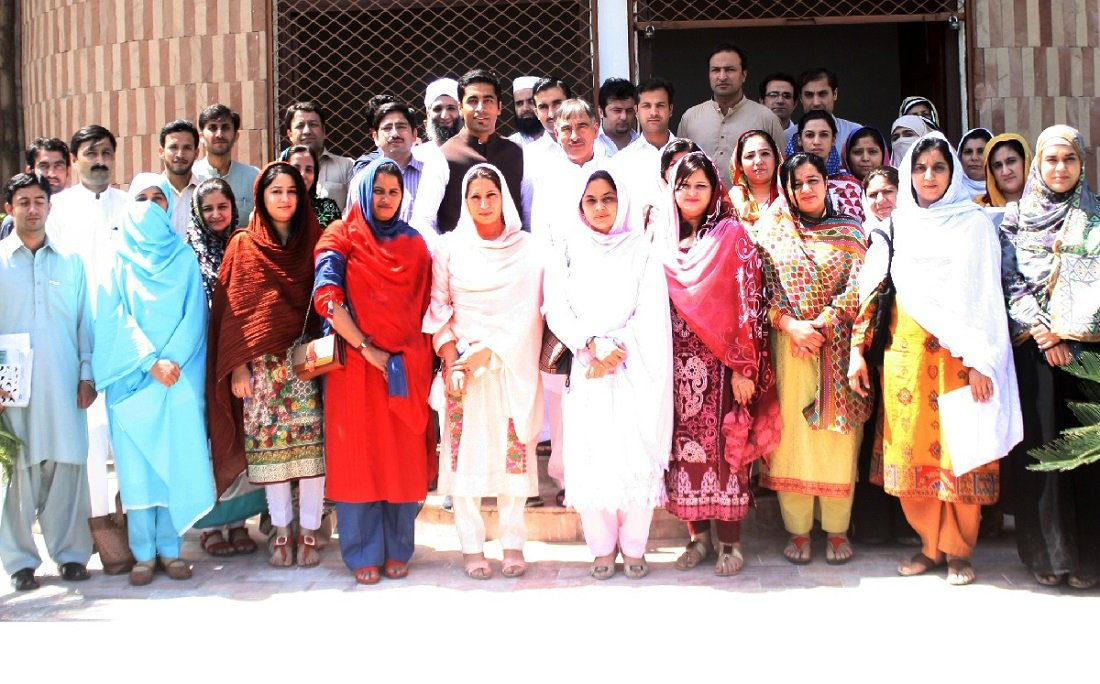Vice Chancellor UoP Prof. Dr. Muhamamd Rasul Jan in group photo with particpants of workshop on active citizenship at the UoP